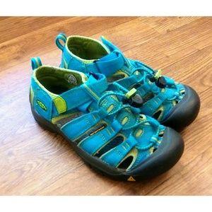 Kids unisex Keen sandals Big Kid size 3